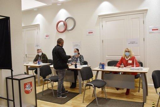 Išaušo paskutinė išankstinio balsavimo Seimo rinkimų antrajame ture diena