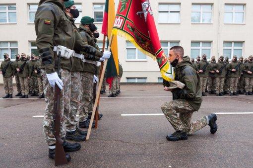 Tarnauti Lietuvos valstybei prie atnaujintos Karo akademijos vėliavos prisiekė rekordinis skaičius kariūnų