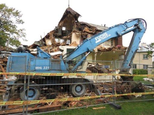 Beveik nugriautą namą Perkūno alėjoje Kaune galima atkurti