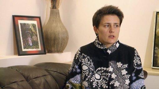 Netradicinės seksualinės orientacijos vargonininkę iš bažnyčios išvaręs klebonas: komunija – ne batonas