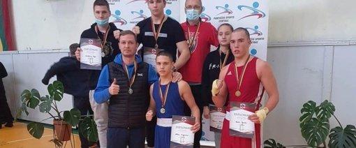 Auksu sužibęs jonaviečių pasirodymas Lietuvos jaunių vaikinų ir merginų bokso čempionate