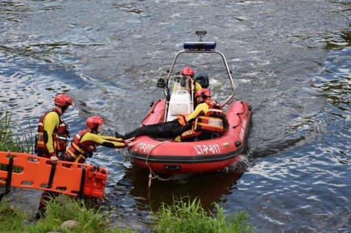 Ketvirtą dieną ugniagesiai Skynimų ežere ieško galimai nuskendusio žvejo