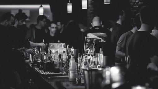 Klientų registracija baruose ir kavinėse – pusiau fiasko: kai kur gali prisistatyti bet kuo, rinkimo niekas neprižiūri