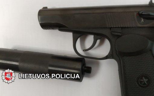 Atvykę į iškvietimą dėl muštynių pareigūnai paėmė nelegalų dujinį pistoletą