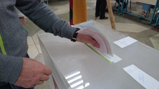 Rinkimų laisvė: neįgaliajai liepta sugadinti biuletenį