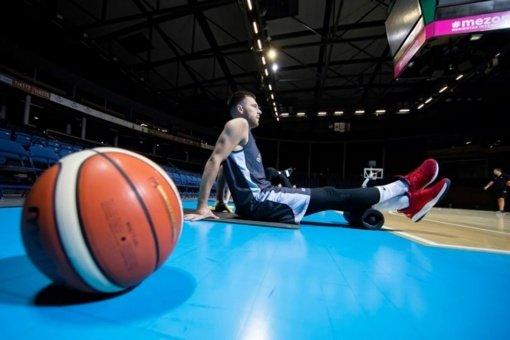 """Židinys """"Lietkabelio"""" klube nesiplečia: sveiki žaidėjai grįžo į treniruotes"""