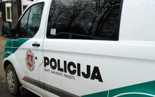 Pakruojo rajone sulaikytas vyras apgadino policijos automobilį