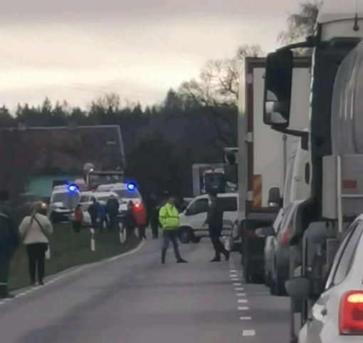 Kraupi avarija kelyje Mažeikiai–Kuršėnai: sužeisti žmonės