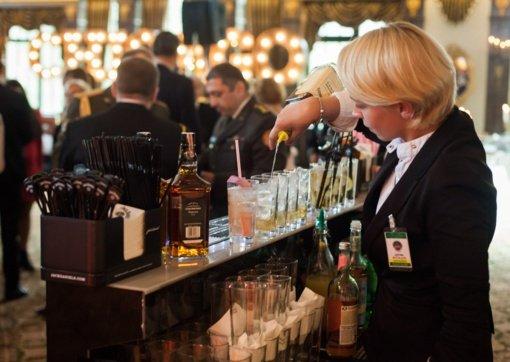 Lietuviai karantiną pasitiko pusantro karto didesnėmis išlaidomis baruose ir restoranuose