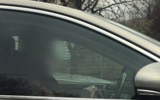 Prevencinė priemonė parodė ‒ vairuojant vis dar neatsisakoma įpročio naudotis mobiliaisiais telefonais
