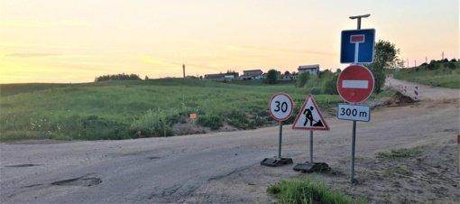 Grigaičių kaimo Pergalės gatvėje prašoma elgtis atsakingai ir paisyti kelių eismo taisyklių