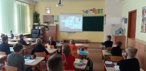 Mokiniai virtualiai susitiko su iliustratore Ieva Babilaite