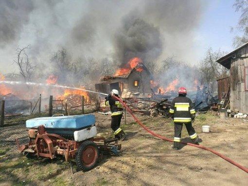 Voronių kaime degė lauko virtuvė ir ūkinis pastatas