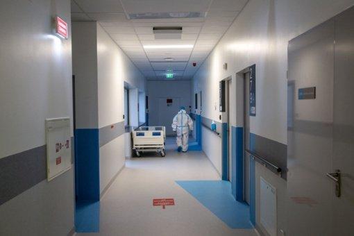 Svarstoma medikams privalomai liepti ligoninėse gydyti COVID-19 pacientus