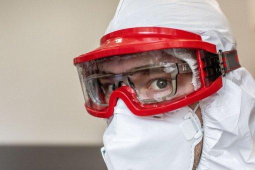Ar leistumėte robotui atlikti jums COVID-19 testą?