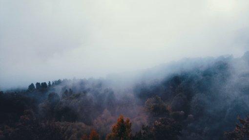 Orai: savaitgalis tvyros rūke ir debesyse