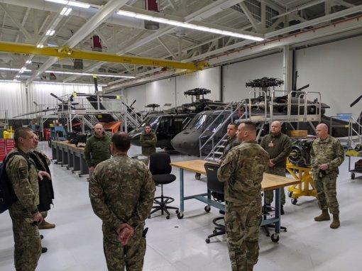 """Naujieji """"Black Hawk"""" sraigtasparniai pasipuoš Vyčio kryžiais"""