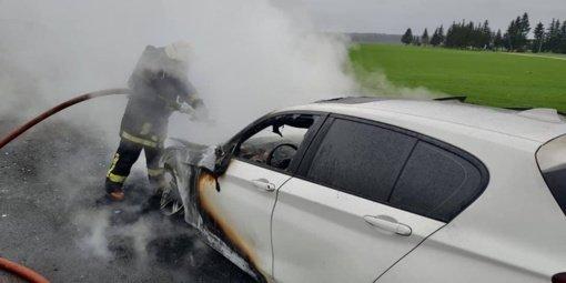 Ukmergės rajone sudegė automobilis