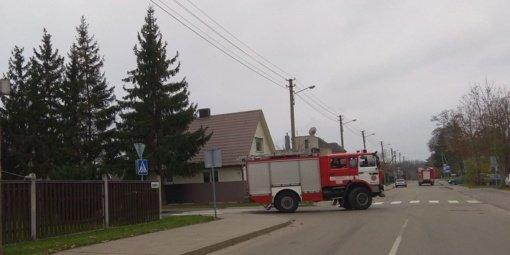 Vaikas pamatė kylančius dūmus ir pamanė, kad dega namas