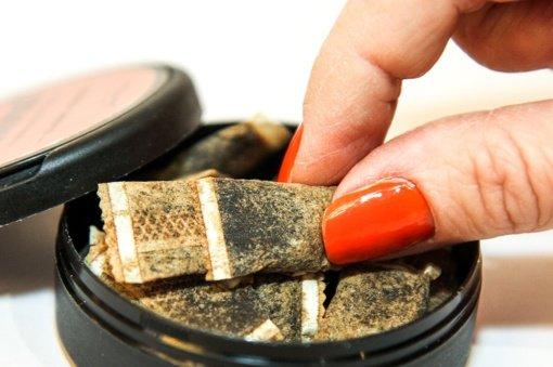 Svarstoma legalizuoti prekybą nikotino maišeliais