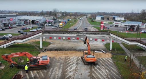 Nugriautas pėsčiųjų tiltas Ukmergėje (vaizdo įrašas)