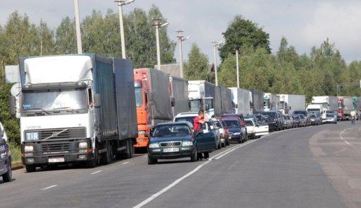 Prie Medininkų punkto į Lietuvą įvažiuoti laukia kone 400 vilkikų, VSAT informacijos apie nesklandumus neturi