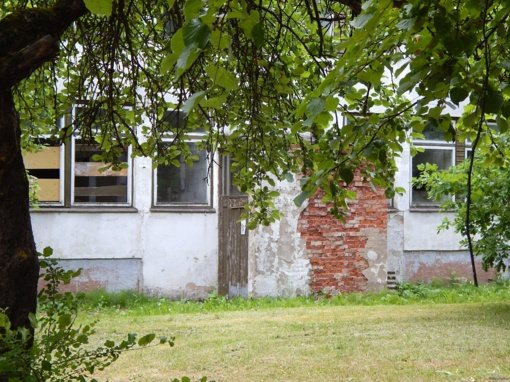 Siūlo apleistą pastatą griauti ir jo vietoje statyti kotedžus
