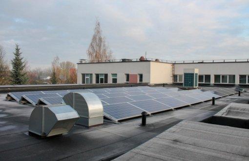 """Vilkaviškio """"Aušros"""" gimnazijoje pradėjo veikti saulės fotovoltinė elektrinė"""