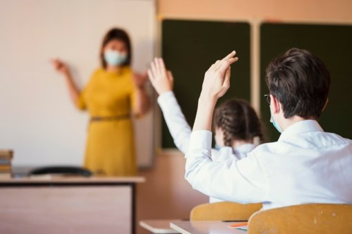 Švietimo atnaujinimas priklausys nuo to, kaip noriai vakcinuosis darbuotojai