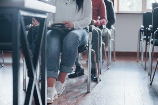 Ministerija: galima svarstyti abiturientų grįžimą į mokyklas
