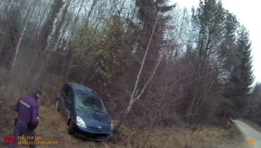 Saviizoliuotis turėjęs anūkas pavogė senelio automobilį