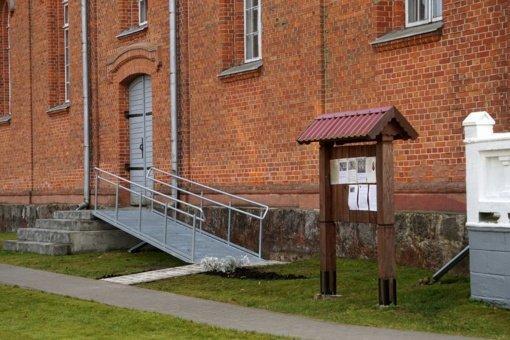 Į Dusetų Švč. Trejybės bažnyčią veda ir naujai įrengtas pandusas