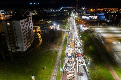 Jonavą pasiekė pėsčiųjų tilto konstrukcijos