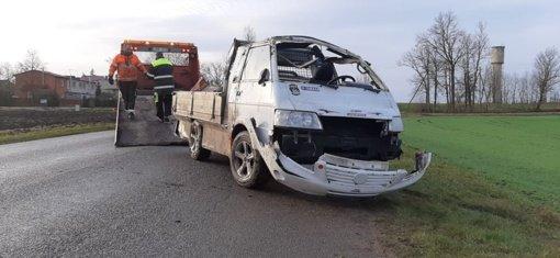 Netoli Naisų apsivertė automobilis