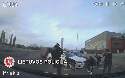 Klaipėdoje sulaikyti penki vaikinai įtariami turto prievartavimu