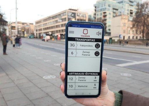Atnaujinta programėlė regėjimo negalią turintiems viešojo transporto keleiviams