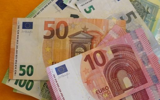 Sukčius iš senjorės išviliojo 3 tūkstančius eurų