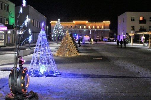 Kalėdų eglučių alėja Varėnoje bus: kviečia puoštis