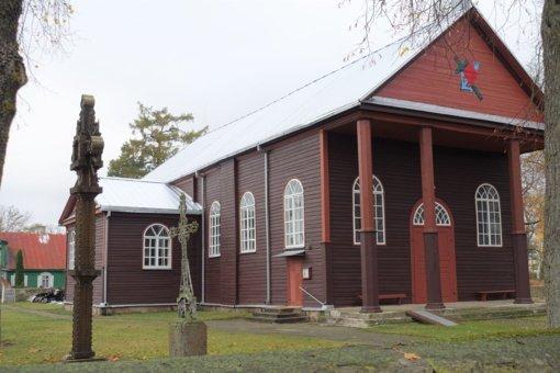 Pakeista Kurklių Šv. Jurgio parapijos bažnyčios stogo danga