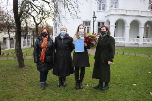 Šiaulių miesto savivaldybės viešosios Bibliotekos Rėkyvos filialo darbuotojai įteikta UNESCO klubo premija