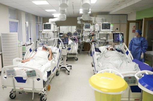 Ligoninėse gydomi 1798 COVID-19 pacientai, 140 iš jų – reanimacijoje