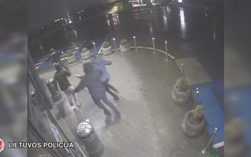 """Sulaikyti """"žaibiškomis"""" vagystėmis sostinėje įtariami vyrai (vaizdo įrašas)"""