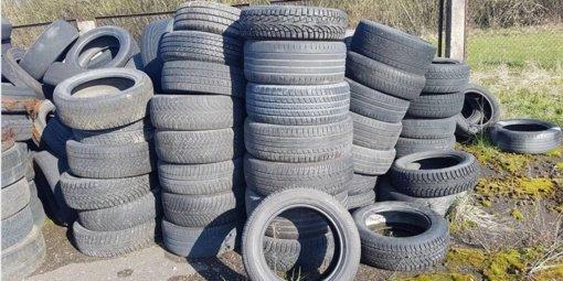 Kėdainių pamiškėse, pakelėse ir laukuose surinkta dešimtys tonų išmestų padangų