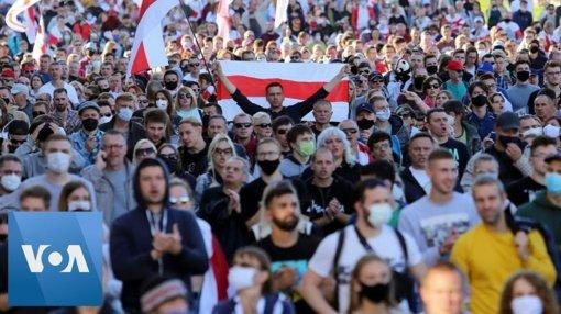 Teisių gynėjai: Baltarusijoje sekmadienį per protestus sulaikyta per 400 žmonių