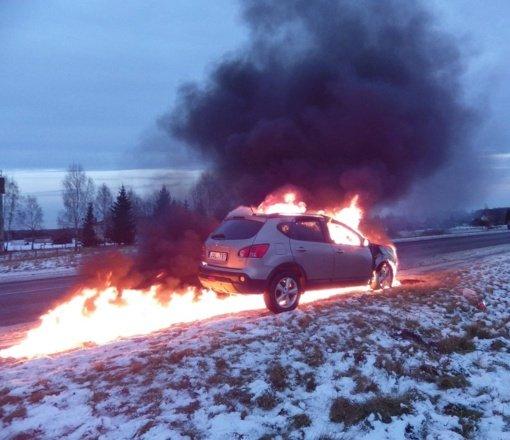 Molėtų ugniagesiai primena: automobilis gali sudegti akimirksniu