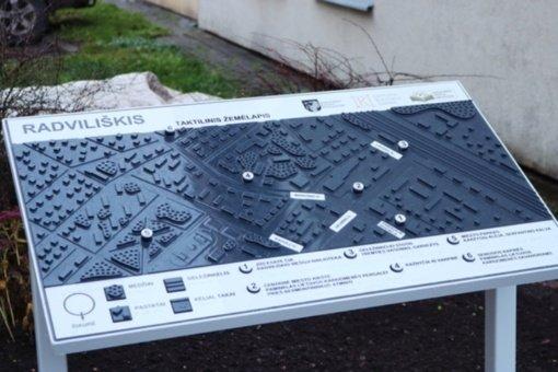 Radviliškyje atidengtas pirmasis taktilinis žemėlapis