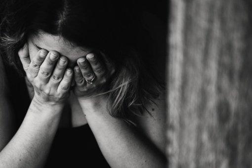 71-erių Pakruojo gyventojas kaltinamas priekabiavęs prie keturių nepilnamečių merginų