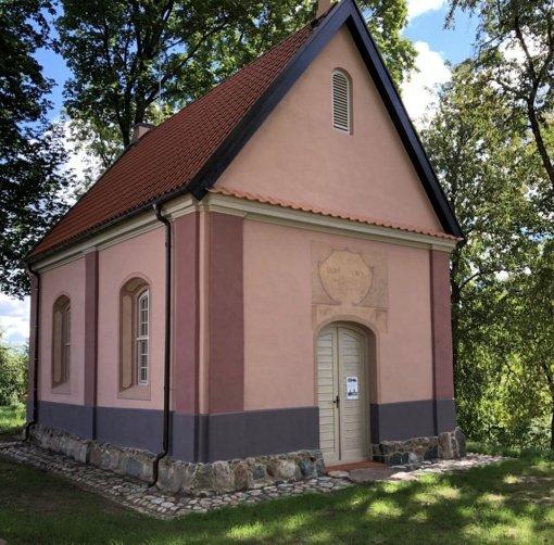 Restauruota Paparčių vienuolyno kapinių koplyčia