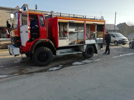Alsėdžių gaisrinę pasiekė padidinto pravažumo automobilis