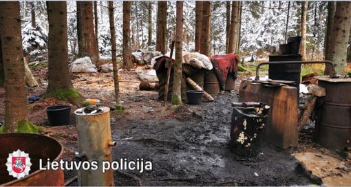 Molėtų rajone rastas naminės degtinės fabrikėlis